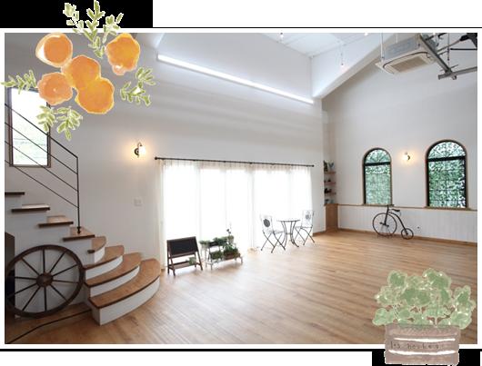 フォトハウスまつきはカフェのような暖かな雰囲気のスタジオです。